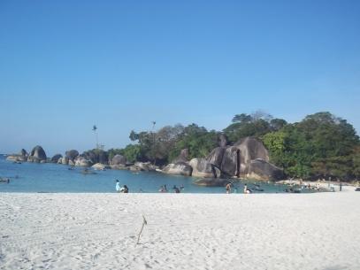 Pantai Tanjung Tinggi berpasir putih